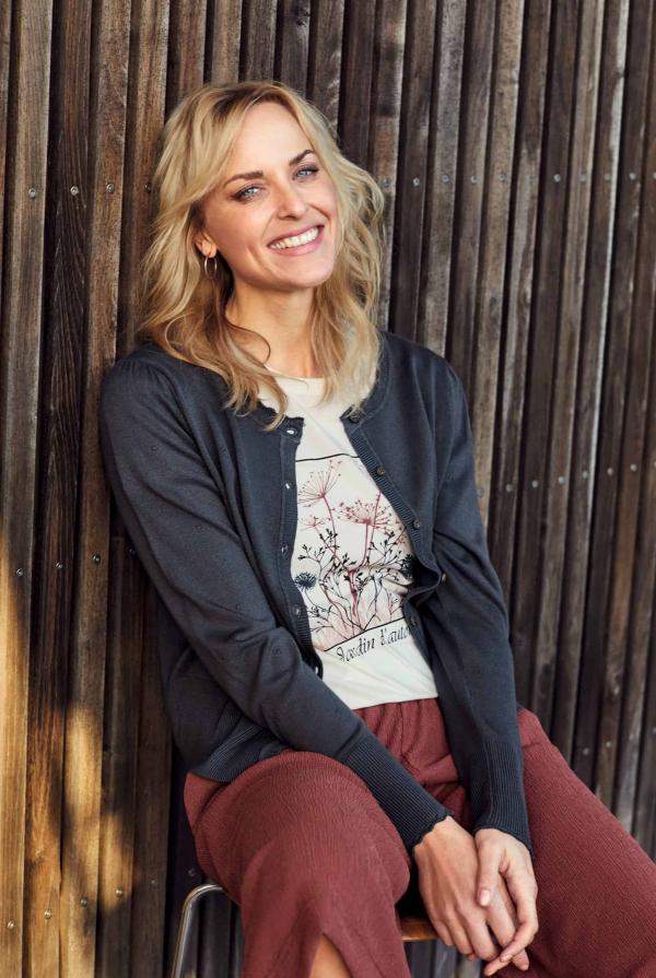 cardigan-212049-t-shirt-212296-culotte-pants-212165