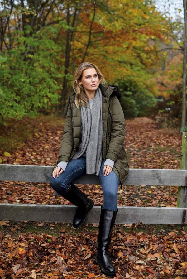 coat-211857-sweatshirt-211987-jeans-212063