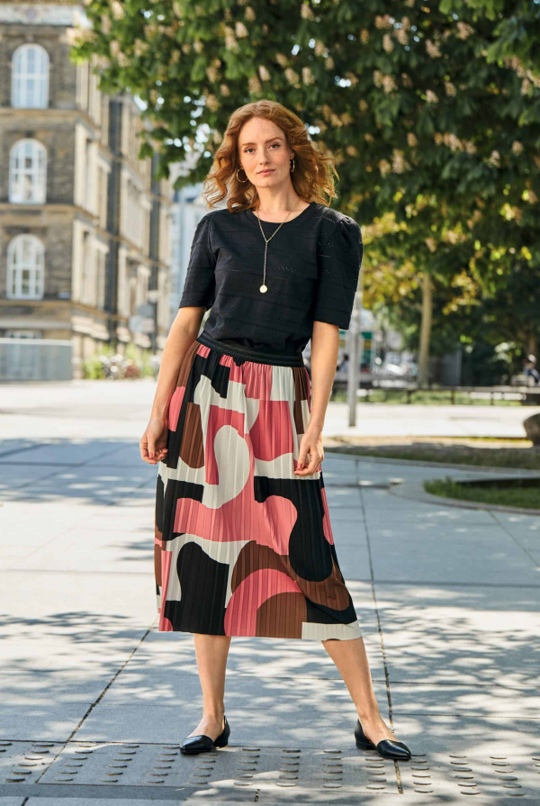 t-shirt-211111-skirt-211157