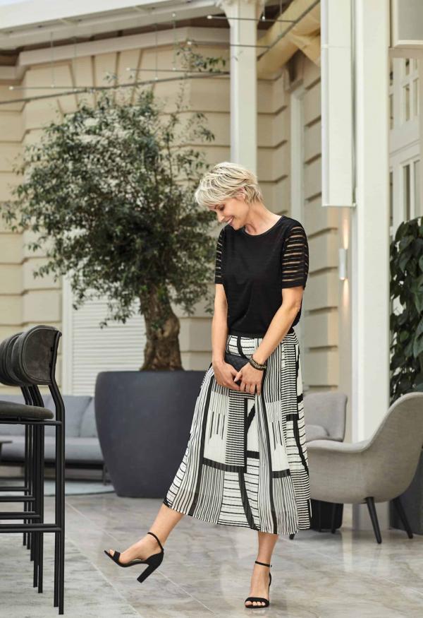 t-shirt-211757-skirt-211597b